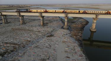 Ratusan Jenazah Ditemukan Terkubur di Sepanjang Tepi Sungai India