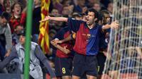 Saat berseragam Barcelona, Figo meraih dua titel La Liga Spanyol, satu buah Piala Super Spanyol, Piala Winners, dan Piala Super Eropa. (AFP/Philippe Desmazes)