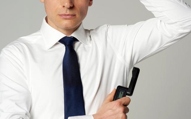 Gadget di Jepang ini bisa mendeteksi seberapa bau badan kamu/copyright odditcentral.com/tanita