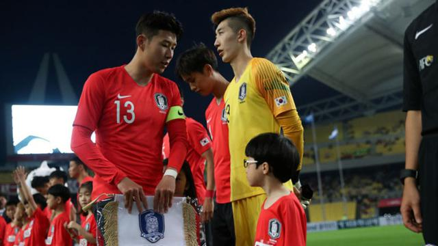 Keramahan ala Son Heung-min usai Korsel Melaju ke Final Asian Games ... 569b0df7c6
