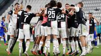 Juventus mengunci gelar juara setelah mengalahkan Sampdoria 2-0 di Allianz Stadium, Turin, Senin (27/7/2020). (AP/Antonio Calanni)