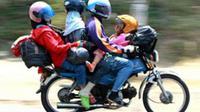 Apapun akan dilakukan agar bisa mudik, termasuk memanfaatkan sepeda motor melebihi kapasitas. (foto: Liputan6.com / edhie prayitno ige)