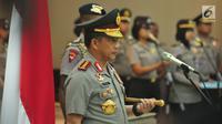 Kapolri Jenderal Tito Karnavian memimpin upacara serah terima Jabatan lima kapolda di Gedung Rupatama Mabes Polri, Jakarta, Selasa (5/9). Selain lima Kapolda, Tito juga menaikkan pangkat 11 orang pejabat tinggi Polri lainnya. (Liputan6.com/Helmi Afandi)