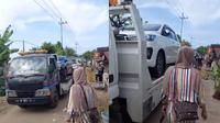 Viral Warga Tuban Beli Mobil Baru, 176 Unit Mobil Datang Secara Serempak. (Sumber: TikTok/rizkii.02)