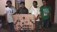 Para pelaku judi sabung ayam di Makassar berhasil diamankan Tim Resmob Polsek Panakukang Makassar (Liputan6.com/ Eka Hakim)