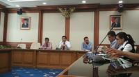 BI Cirebon mengimbau masyarakat pantura Jawa Barat mengurangi aktivitas transaksi di malam hari.Foto (Liputan6.com/Panji Prayitno)