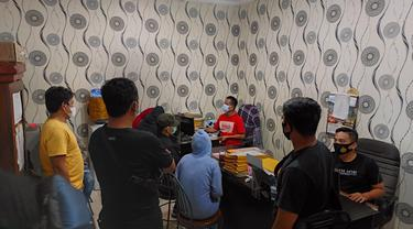 Seorang selebgram dan satu artis sinetron ditangkap terkait kasus prostitusi online di Jakarta Utara
