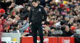 Pelatih Everton asal Portugal, Marco Silva tertunduk saat pertandingan melawan Liverpool pada pertandingan Liga Inggris di stadion Anfield (4/12/2019).  Everton resmi memecat manajer Marco Silva setelah 18 bulan bertugas di Goodison Park pada 5 Desember 2019. (AFP/Paul Ellis)