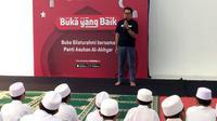 VP of Marketing Bukalapak, Bayu Syerli, saat buka puasa bersama Bukalapak di Panti Asuhan Al-Akhyar, Kemang, Jakarta Selatan. Liputan6.com/ Andina Librianty