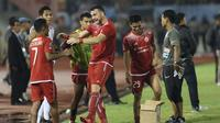 Pemain depan Persija, Marko Simic (kiri) saat digantikan Bambang Pamungkas pada laga pertama semifinal Piala Presiden 2018 melawan PSMS di Stadion Manahan, Solo, Jawa Tengah, Sabtu (10/2). Simic mencetak tiga gol. (Liputan6.com/Helmi Fithriansyah)