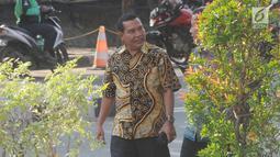 Mantan Kasatker SPAM Jambi Noftiman Nasir usai menjalani pemeriksaan oleh penyidik di Gedung KPK, Jakarta, Jumat (8/3). Noftiman diperiksa sebagai saksi untuk tersangka Anggiat Partunggul Nahot Simaremare. (merdeka.com/dwi narwoko)