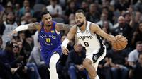 Pemain Spurs Patty Mills (No 8) saat melawan Nuggets di play off NBA (AP)