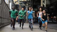Bila biasanya lomba maraton hanya menguji kemampuan individu, kini para pelari ditantang dalam sebuah tim untuk berlari ke titik finish. (ASICS)