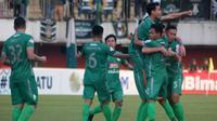 Pemain PSS merayakan gol ke gawang Bhayangkara FC di Stadion Maguwoharjo, Sleman, Jumat (21/6/2019). (Bola.com/Vincentius Atmaja)