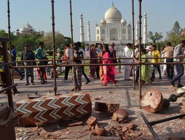 Pilar Menara di Taj Mahal Roboh
