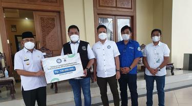 Serikat Pekerja Badan Penyelenggaran Jaminan Sosial Ketenagakerjaan (SP BPJAMSOSTEK) menyerahkan bantuan sebesar Rp310 juta untuk korban bencana alam di berbagai daerah di Indonesia.