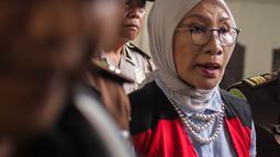 Terdakwa kasus berita hoaks penganiayaan, Ratna Sarumpaet tiba untuk menjalani sidang lanjutan di Pengadilan Negeri Jakarta Selatan, Kamis (4/4). Sidang kali ini beragendakan pemeriksaan saksi. (Liputan6.com/Faizal Fanani)