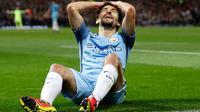 Ekspresi pemain Manchester City, Jesus Navas saat gagal mencetak gol ke gawang MU pada pertandingan Piala Liga Inggris di Stadion Old Trafford, Manchester, Inggris (26/10). City harus menerima kekalahnya dengan skor 1-0. (Reuters/Jason Cairnduff)