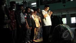 Ratusan orang memenuhi Masjid Baiturrahman untuk mensalatkan Pepeng , Depok, Jawa Barat, Rabu (6/5/2015). Rencananya Pepeng akan dimakamkan di TPU Jelupang, BSD, Serpong. (Liputan6.com/Helmi Afandi)