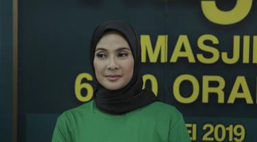 Maudy Koesnaedi saat menghadiri acara buka puasa bersama keluarga si Doel The Movie 2 di Kawasan Lebak Bulus, Jakarta Selatan pada Selasa (14/5/2019). (Kapanlagi.com/Muhammad Akrom Sukarya)