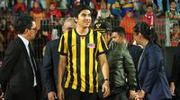 Menpora Malaysia Syed Saddiq saat berada di Stadion Gelora Delta, Sidoarjo. (Bola.com/Aditya Wany)