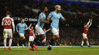 Sergio Aguero berhasil mencetak tiga gol sekaligus membawa Manchester City menang 3-1 atas Arsenal pada laga pekan ke-25 Premier League, di Stadion Etihad, Minggu (3/2/2019). (AFP/Oli Scarff)
