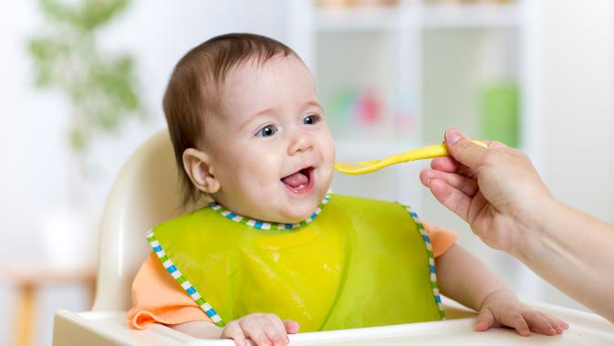 Aturan Memberikan MPASI Pertama untuk Bayi Usia 6 Bulan