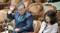 Menteri keamanan Siber Jepang Yoshitaka Sakurada mengaku tidak paham menggunakan komputer (AFP/Jiji Press)