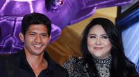 Iko Uwais dan Audy Item saat preskon film Star Wars: The Force Awakens. (Deki Prayoga/Bintang.com)