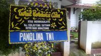 Karangan bunga wafatnya istri Bung Tomo, Sulistina Sutomo (Liputan6.com/Putu Merta Surya Putra)