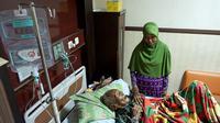 Selama dirawat di rumah sakit, Mbah Gotho mendapat transfusi tujuh kantong darah golongan O. (Liputan6.com/Fajar Abrori)
