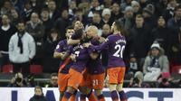 Para pemain Manchester City merayakan gol yang dicetak ke gawang Tottenham Hotspur di Stadion Wembley, Selasa (30/10/2018) dini hari WIB. (AP Photo/Tim Ireland)