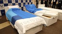 Tempat tidur yang akan digunakan para atlet pada Olimpiade 2020 dan Paralimpiade 2020 terbuat dari kardus bekas. (JIJI PRESS / AFP)