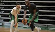Dua Pemain Muslim NBA Enes Kanter dan Tacko Fall (Dok NBA)