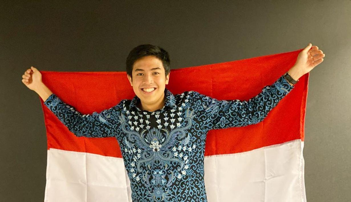 Jerome Polin merupakan YouTuber asal Surabaya. Ia mulai dikenal karena kerap membagikan vlog pengalamannya selama menjalani studi di Jepang. Pembawaannya yang ceria dan kocak membuatnya lantas memilik banyak subscriber di YouTube (Liputan6.com/IG/@jeromepolin)