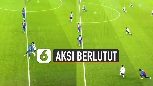Hal tidak terduga dilakukan oleh Benteke dan Son Heung-Min ketika awal pertandingan. Seharusnya mereka melakukan aksi berlutut tapi mereka justru sudah kejar-kejaran.