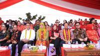 Menag Lukman Hakim membuka Cap Go Meh di Singkawang.