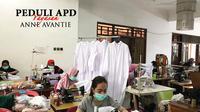 Produksi APD gratis oleh penjahit dari rumah produksi Anne Avantie. (dok. Anne Avantie/Dinny Mutiah)