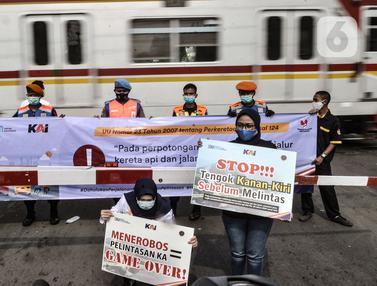 Aksi Teatrikal Keselamatan Pengendara di Perlintasan Kereta Api