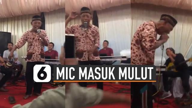 Ada-ada saja tingkah usil netizen seperti yang ada didalam video ini. Membuat microphone masuk mulut saat sedang nyanyi.