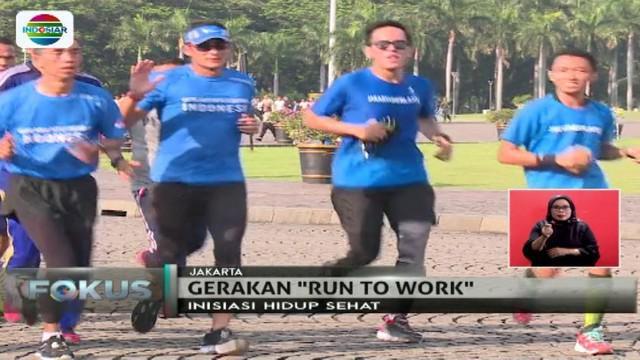 Sandi mulai berlari dari rumahnya di kawasan Kebayoran Baru, Jakarta Selatan menuju Monumen Nasional (Monas)