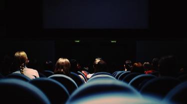 Ilustrasi Menonton Bioskop