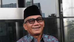 Mantan Ketua Komisi II DPR Agun Gunandjar Sudarsa seusai menjalani pemeriksaan di gedung KPK, Jakarta, Senin (4/6). Agun Gunandjar diperiksa penyidik KPK sebagai saksi  terkait adanya dugaan aliran dana korupsi E-KTP. (Merdeka.com/Dwi Narwoko)