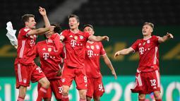 2. Bayern Munchen (kebobolan 0,84 gol per laga) - Ketangguhan lini bertahan Bayern Munchen memang tidak diragukan lagi. Raksasa Jerman ini menjadi klub paling sedikit kebobolan di kompetisi Bundesliga dan memiliki catatat kebobolan 0.84 per laga. (AFP/Robert Michael/pool)