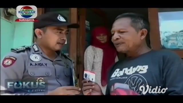 Ramainya antrian dalam pembuatan Smart SIM, membuat Satlantas Polres Gresik, Jawa Timur, aparat kewalahan melayani masyarakat. Polisi membentuk Satuan Tugas Bhabinkamtibmas Delivery Smart SIM.