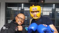 Muay Thai Fight Club Pekanbaru menurunkan empat petarung di ajang Kompetisi Muay Thai Road to Victory 7. (Bola.com/Zulfirdaus Harahap)