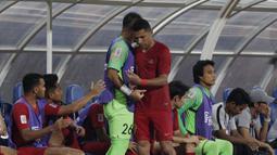 Striker Timnas Indonesia, Beto Goncalves, tertunduk lesu usai diganti saat melawan Thailand pada laga Piala AFF 2018 di Stadion Rajamangala, Bangkok, Sabtu (17/11). Thailand menang 4-2 dari Indonesia. (Bola.com/M. Iqbal Ichsan)