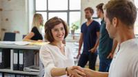 First impression di kantor baru itu penting banget. Yuk, intip cara menciptakan first impression yang positif!