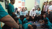 Calon Gubernur Jawa timur Khofifah Indar Parawansa mengunjungi tempat rehabilitasi sosial IPWL (Institusi Peduli Wajib Lapor) (Istimewa).