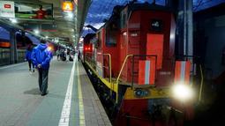 Persiapan perjalanan dengan menggunakan kereta untuk ke Saint Petersburg, Rusia. (Bola.com/Okie Prabhowo)